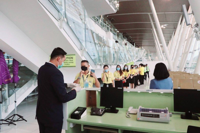 A rehearsal to prepare for the arrival of international tourists from July 1 was held at Phuket Airport yesterday (June 15). Photo: AoT Phuket