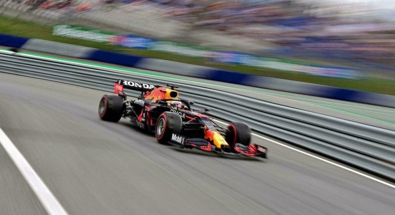 Verstappen on pole, Hamilton in fourth