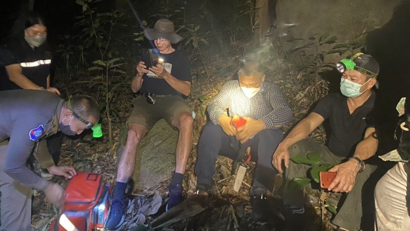 Danish tourist Michael Hildebrand safe and happy with the search team after spending hours lost in the dark jungle on Phuket's northern west coast. Photo: Phuket Tourist Police