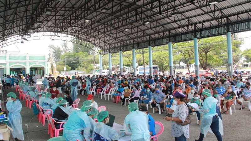 More than 1,300 people in Phuket Town and those working at the main markets were tested for COVID-19 over just two days. The amss-testing campaign continues today (Aug 13). Photo: Phuket City Municipality