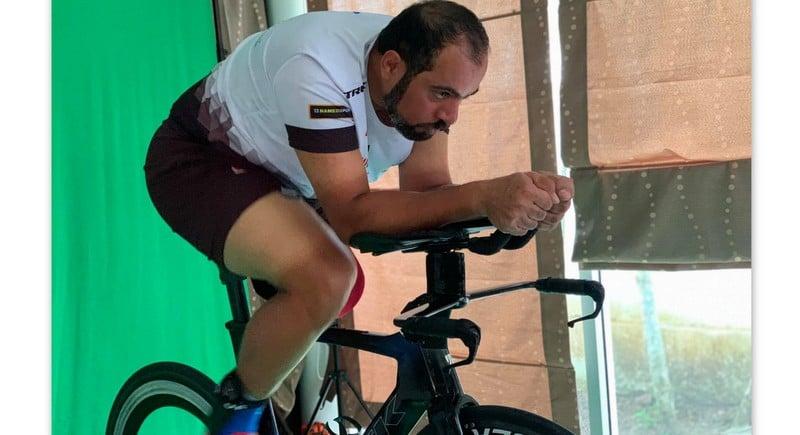 Ahmed in John's lab. Photo: John Bennett