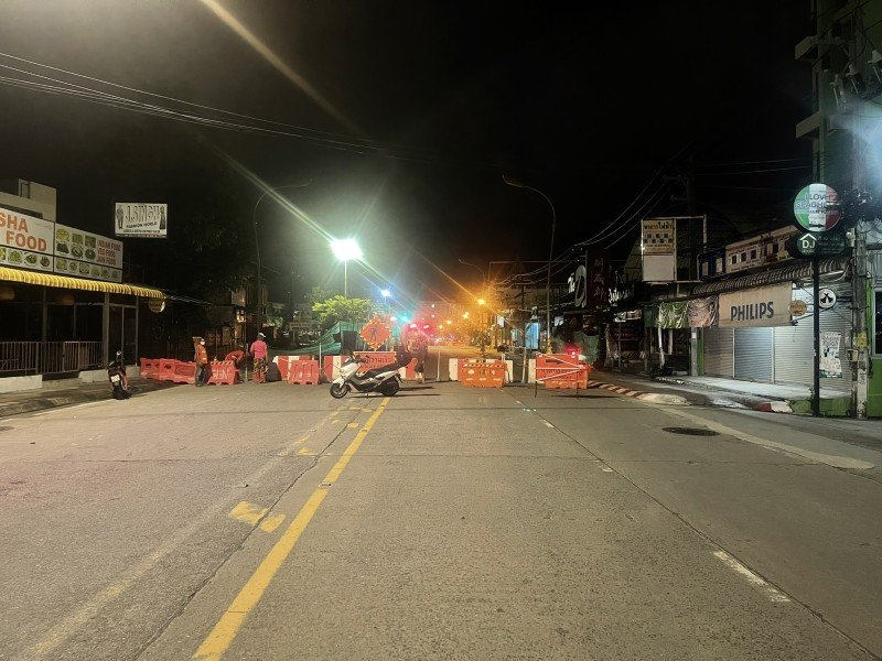 The section of Phra Metta Rd has been closed to traffic. Photo: Patong Police